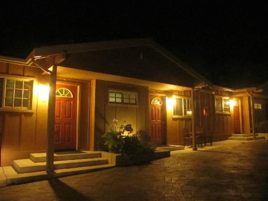 Sunset Inn: Room entrances outside