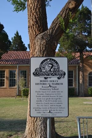 Woodrow House Bed and Breakfast: Buddy Plaque at his Elementary School