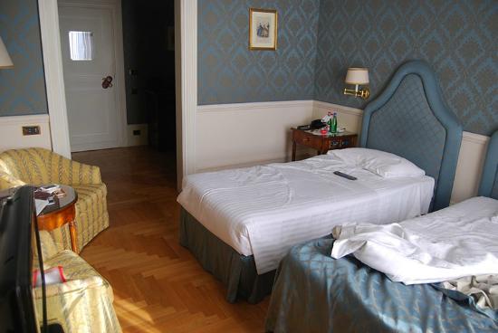 Eurostars Hotel Excelsior : camera molto spaziosa