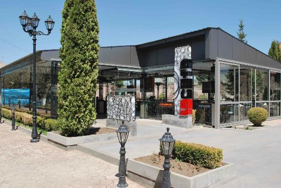 LeCafe: Le Café from outside