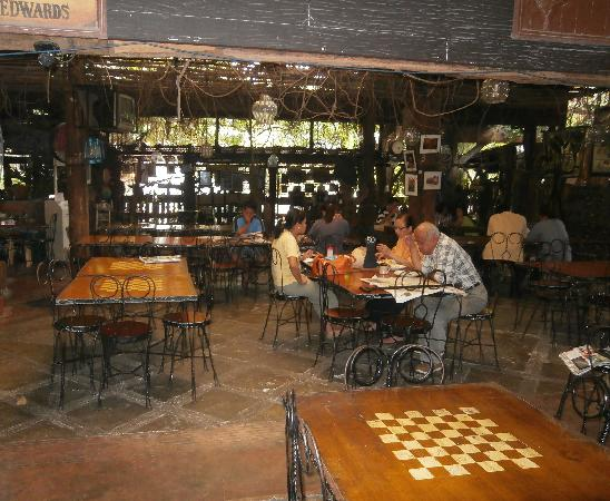 Marikina, Filippinerna: chess-themed dining tables