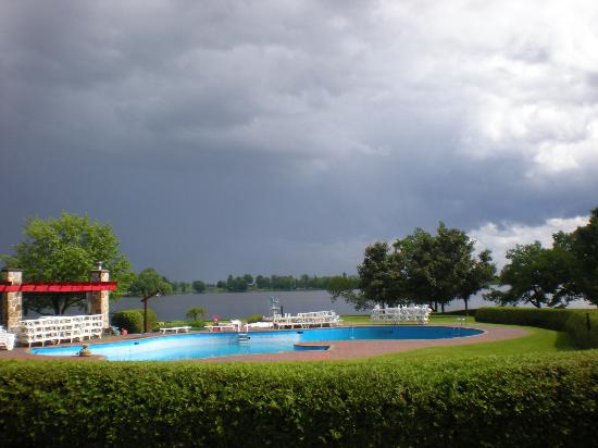 Outdoor pool along the Ottawa river