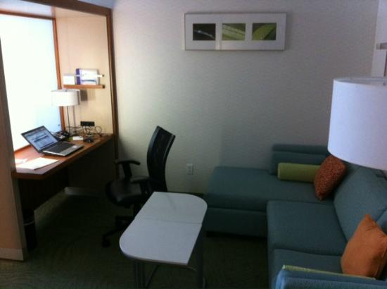 SpringHill Suites San Angelo: Sitting area and desk