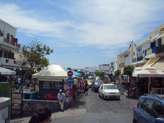 San Giorgio Villa: Main street Fira, less than a minute walk from the hotel