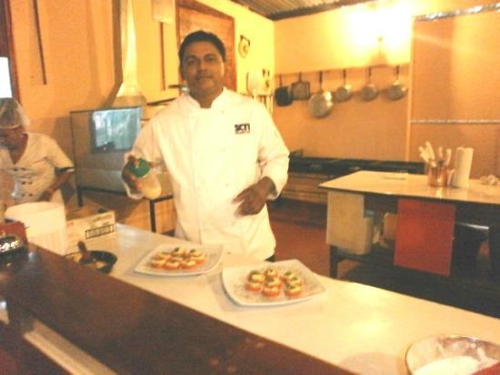 Pizzeria Buon Appetito : Aqui Francisco preparando un bocato