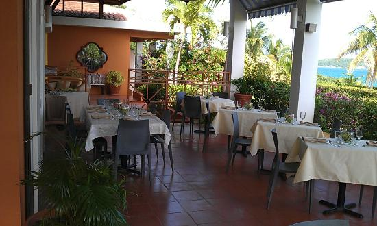 Carambola Restaurant: restaurant terrace tables