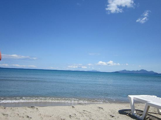 Evripides Village Hotel: view of our beach less than 100m in front of hotel grounds