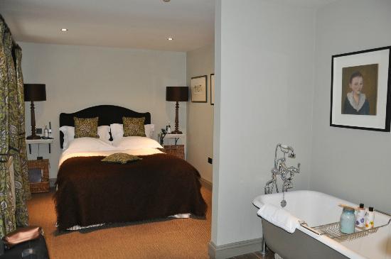 The Wheatsheaf Inn: Room 12 with bath.