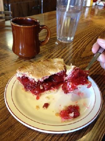 Wheel Inn Restaurant: rhubarb and strawberry pie