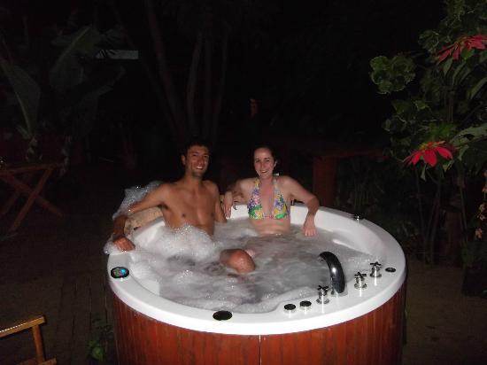 Kaimana Inn Hotel & Restaurant: Jacuzzi!