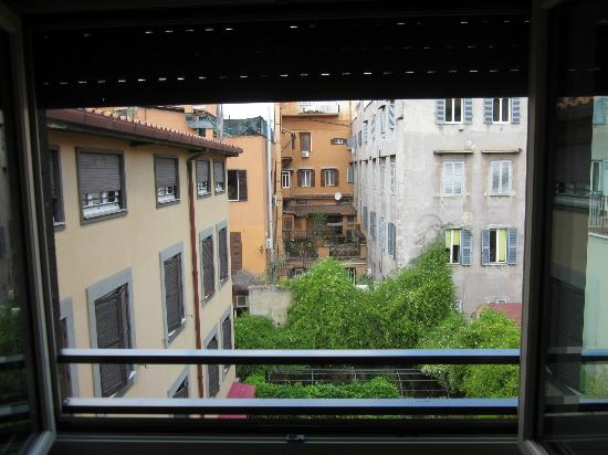 Hotel dei Borgognoni: View from the window of our room