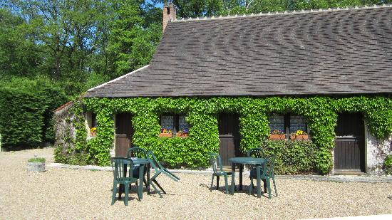 Auberge Forestiere De Marcheroux: Renovated horse stables that have been turned in to B&B rooms