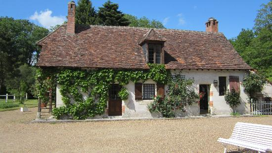 Auberge Forestiere De Marcheroux: The main house on the property where a breakfast is served