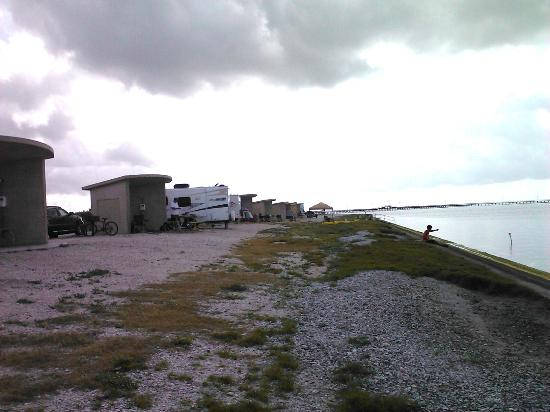 Goose Island State Park: Goose Island campsites by the bay