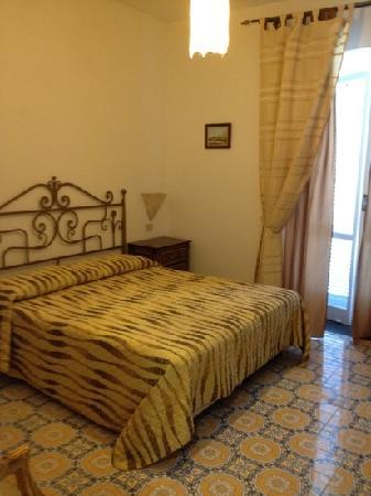 Hotel La Scogliera: la camera