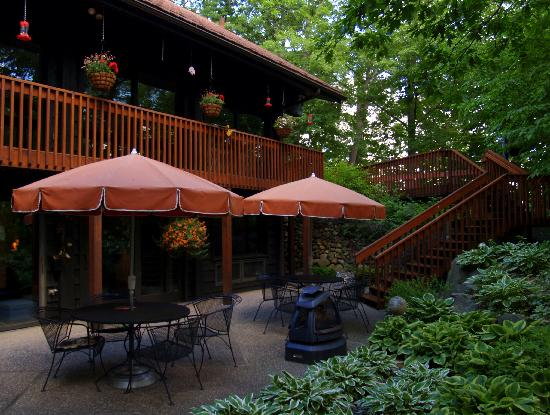 High Woods Bed and Breakfast: Outdoor patio area.