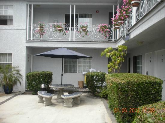 Ocean Park Inn: Hotel yard