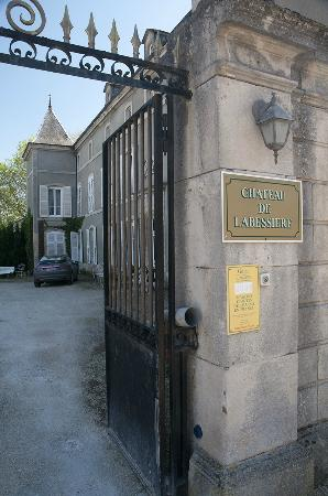 Château de Labessiere : Narrow entryway!