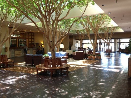 Portola Hotel & Spa at Monterey Bay: Hall