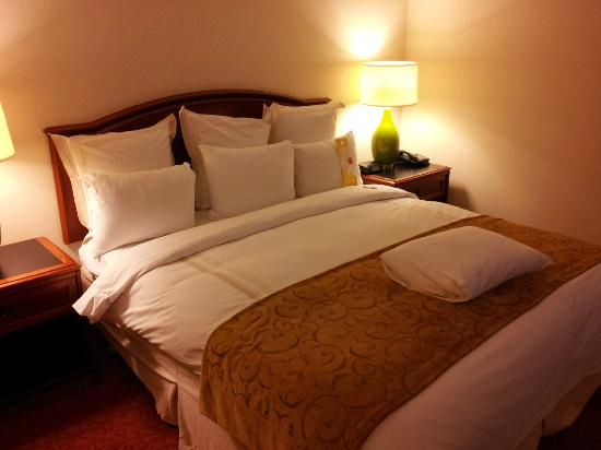 Teaneck Marriott at Glenpointe: Very comfortable bed