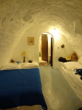 Alexander's Boutique Hotel of Oia: cave room, bed is small