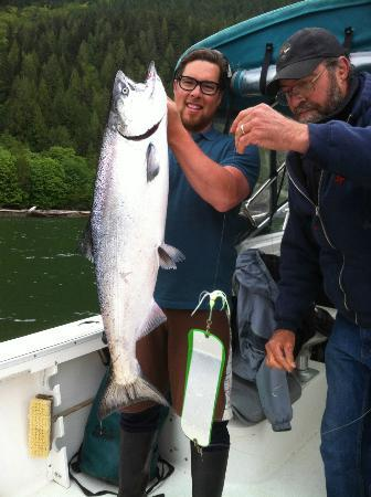 Bute Inlet Lodge : 29 lbs, long and lean. Peeled so much line that I got worried and asked the guide to start a cha