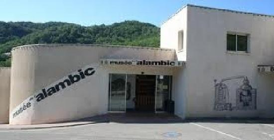 Musee de l'alambic - Distillerie Jean Gauthier: vue extérieure