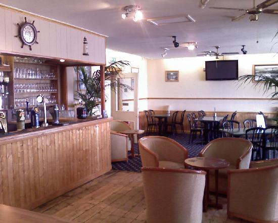 Esplanade Hotel: Bar and breakfast room