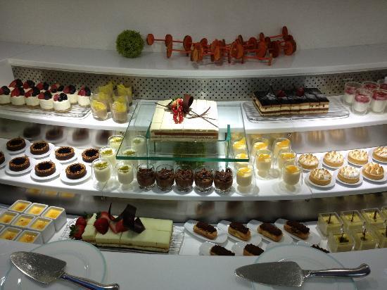 The St. Regis Saadiyat Island Resort: dessert selection
