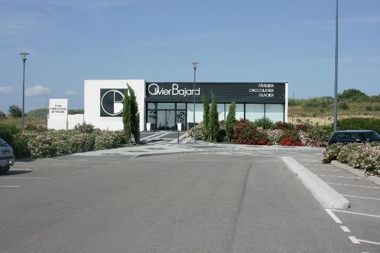 Olivier Bajard : The shop and school