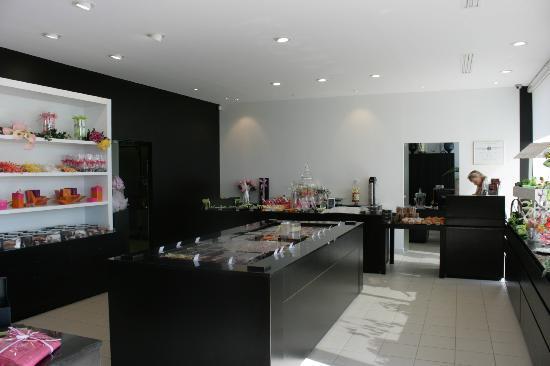 Olivier Bajard : the ultra modern shop interior