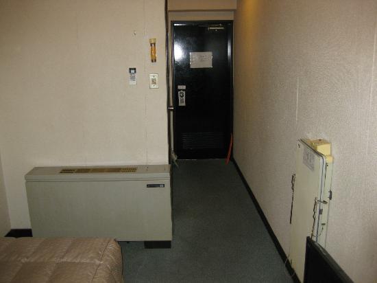 Maebashi Longsand Hotel: 部屋からドア方向