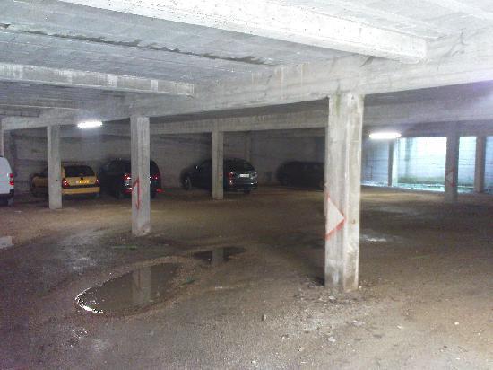 Le Chevreuil : Car Parking