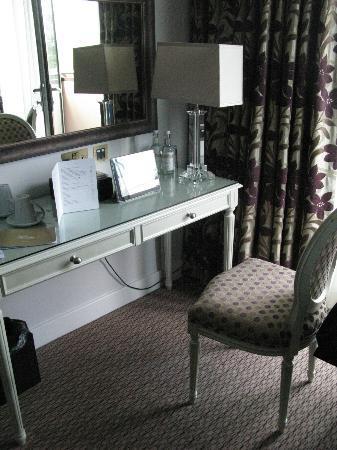 The Oxfordshire Golf Club & Hotel: Desk work area