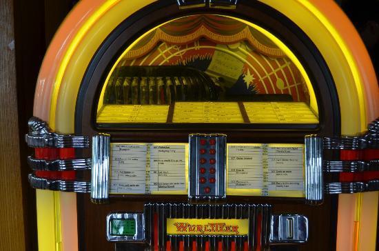Gasthaus Krone: old song machine at breakfast played Elvis