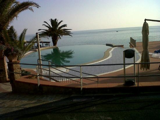 Baia del Silenzio: vista della piscina