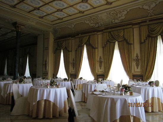 Dining Room Look At The Decor Picture Of Regina Palace Stresa