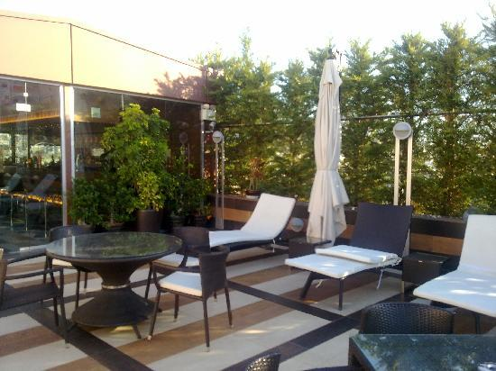 Crowne Plaza Hotel - Athens City Centre: CP Athens - Rooftop Sun Loungers
