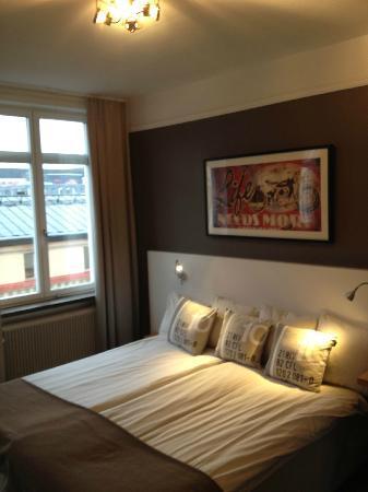First Hotel Orebro: Double room, facing main street.