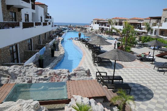 Costa Lindia Beach Resort: вид с моста