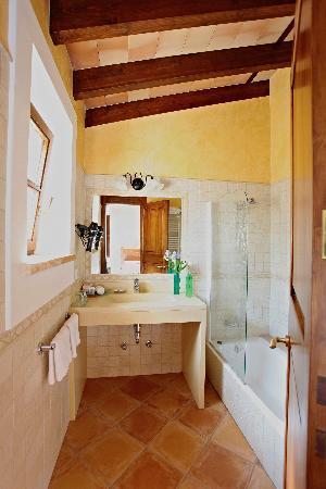 Daica: Orange Room (Standard Double Room)