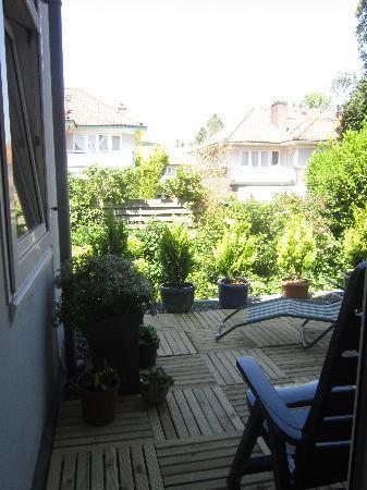 Antonius Bed and Breakfast: Patio door in bedroom leads to baclony/terrace overlooking gardens