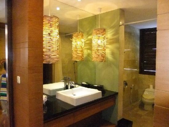 The Grove Villas: Toilet 