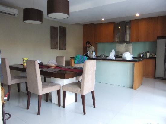 The Grove Villas: Open concept Kitchen 