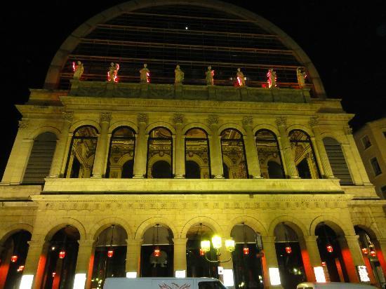 Les Muses De L'Opera : vue d'en bas