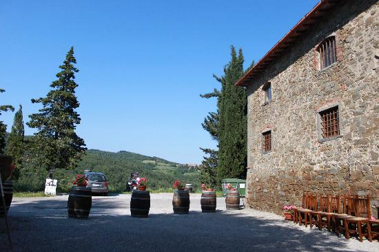 Cantine Castelvecchi in Chianti : outside winery