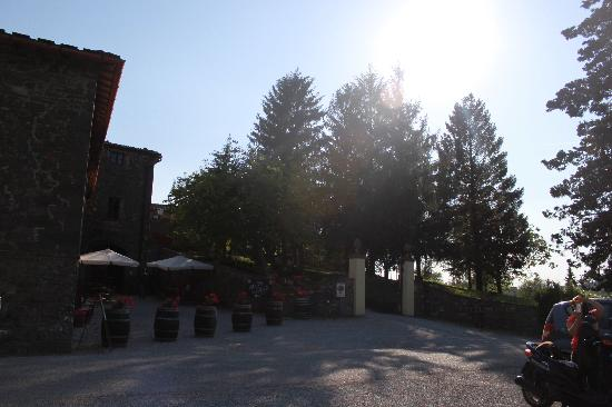 Cantine Castelvecchi in Chianti : entrance