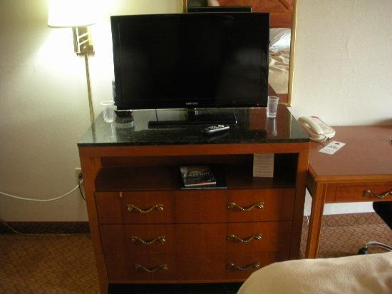Red Roof Inn Portsmouth - Wheelersburg: TV