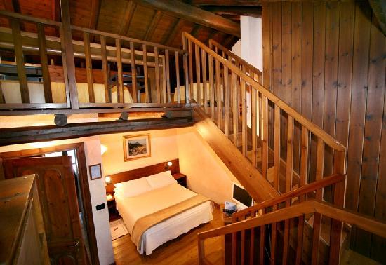 camera con soppalco - Picture of Hotel Pilier d\'Angle, Courmayeur ...