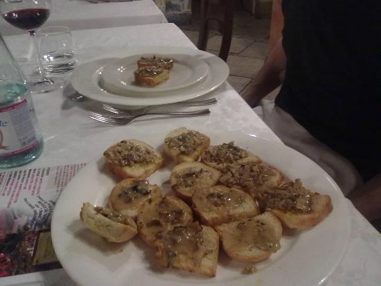 Albergo Ristorante Ca' Cerfogli: crostini con funghi porcini